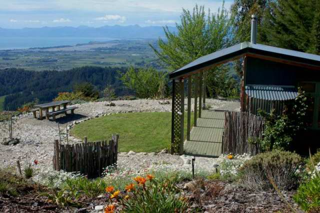 Hairy Hobbit Eco Cottage - expansive views