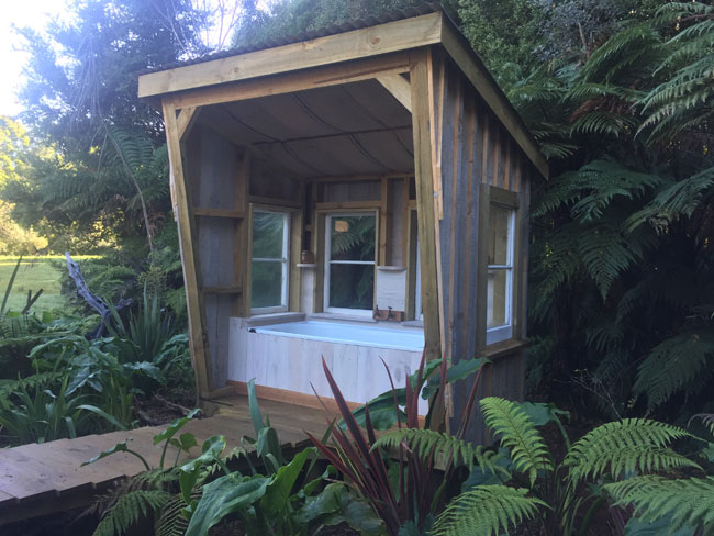 Te Pahika Guards Van/Train Carriage - outdoor bath