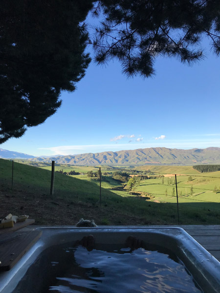 Valley Views Glamping - outdoor bath