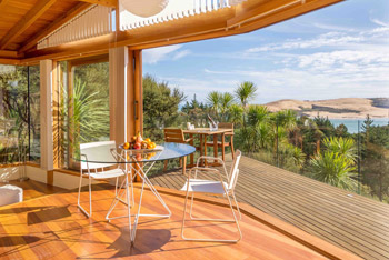 Kokohuia Lodge - Interior & Deck